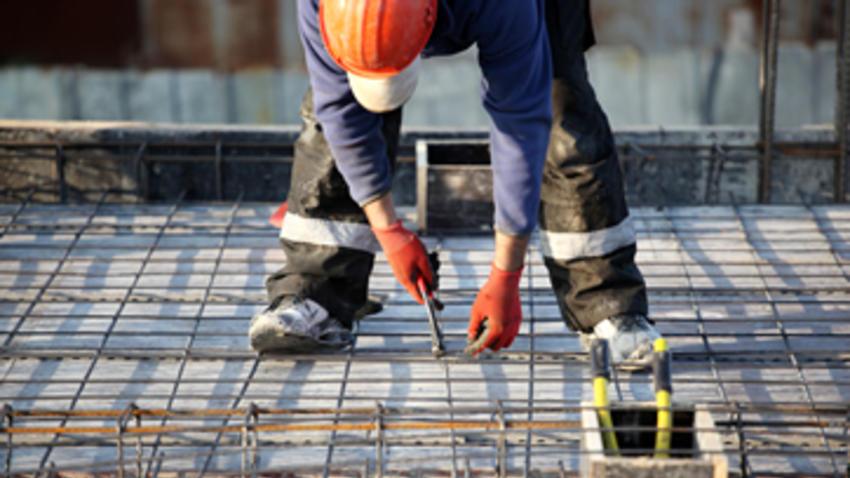 ICA duplica pérdidas y recorta empleos