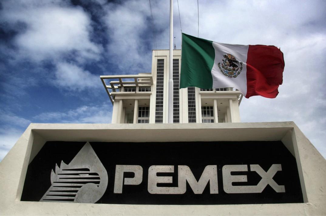 Igualan jubilados a obreros en Pemex