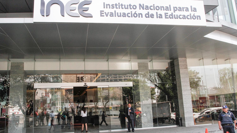 INEE: manejo discrecional de recursos y tráfico de plazas