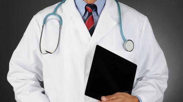 Instruyen a Conamed publicar nombre de médicos sancionados