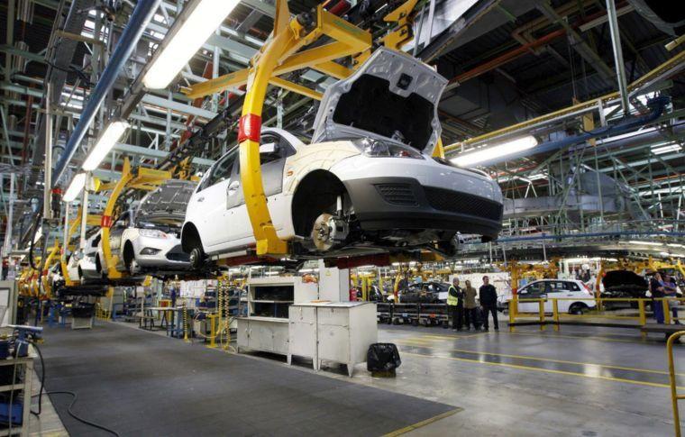 IP de EU crea 204,000 empleos en abril, el menor avance desde noviembre