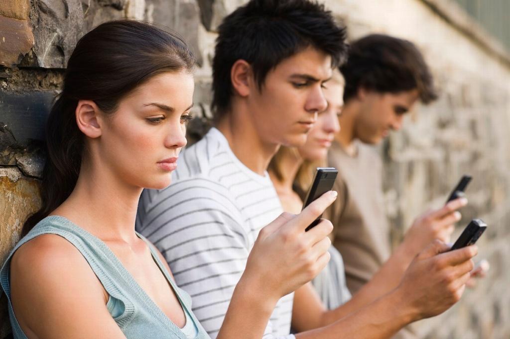 Jóvenes desarrollarían miopía por uso excesivo de aparatos y dispositivos móviles