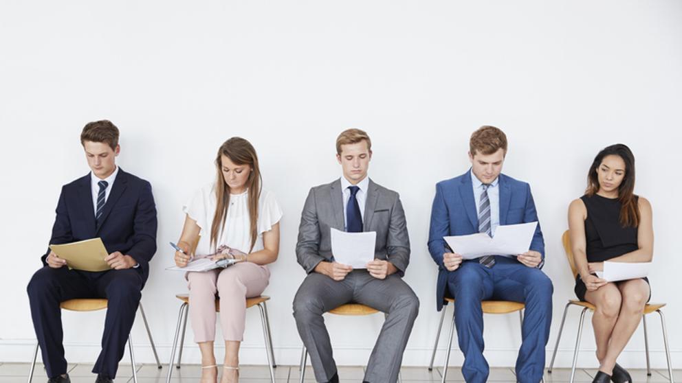 Jóvenes impulsan la recuperación del empleo