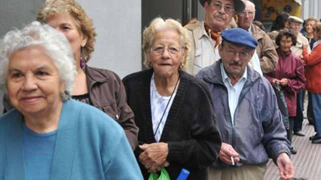 Jubilados pagan de más por préstamos