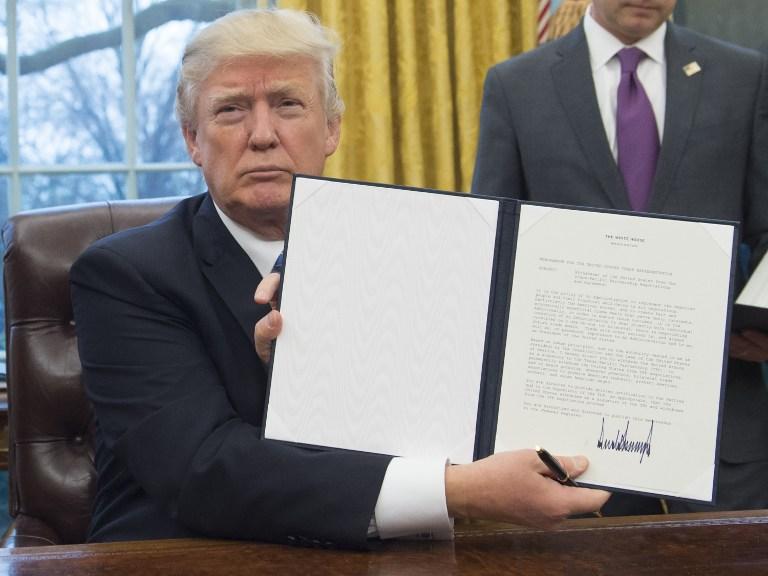 Juez bloquea en todo EUA orden migratoria de Trump