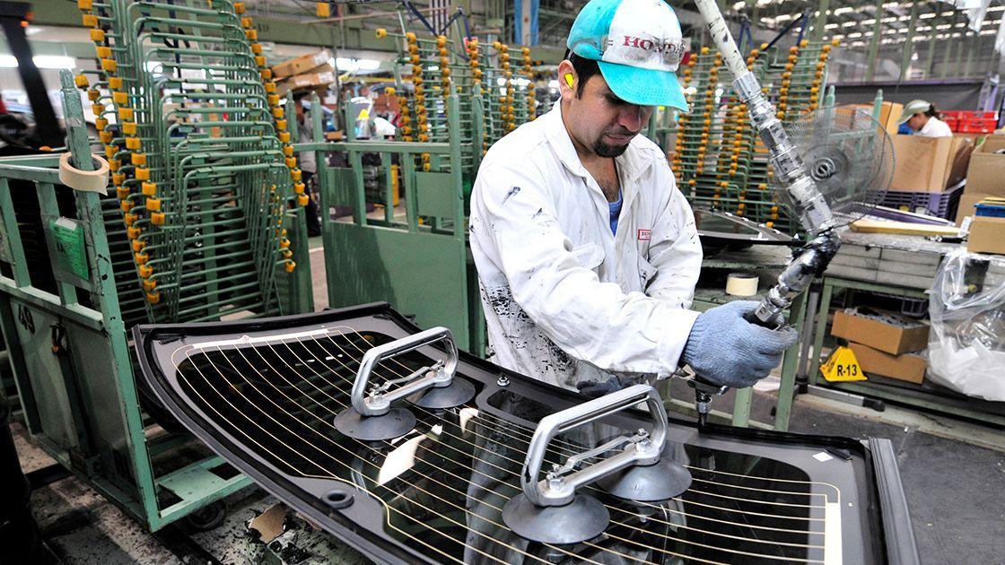 La mitad de los empleados del sector automotriz no encuentran trabajo
