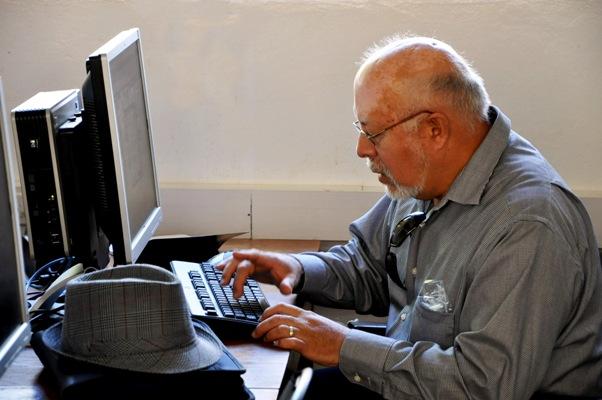 Labora 70% de adultos mayores