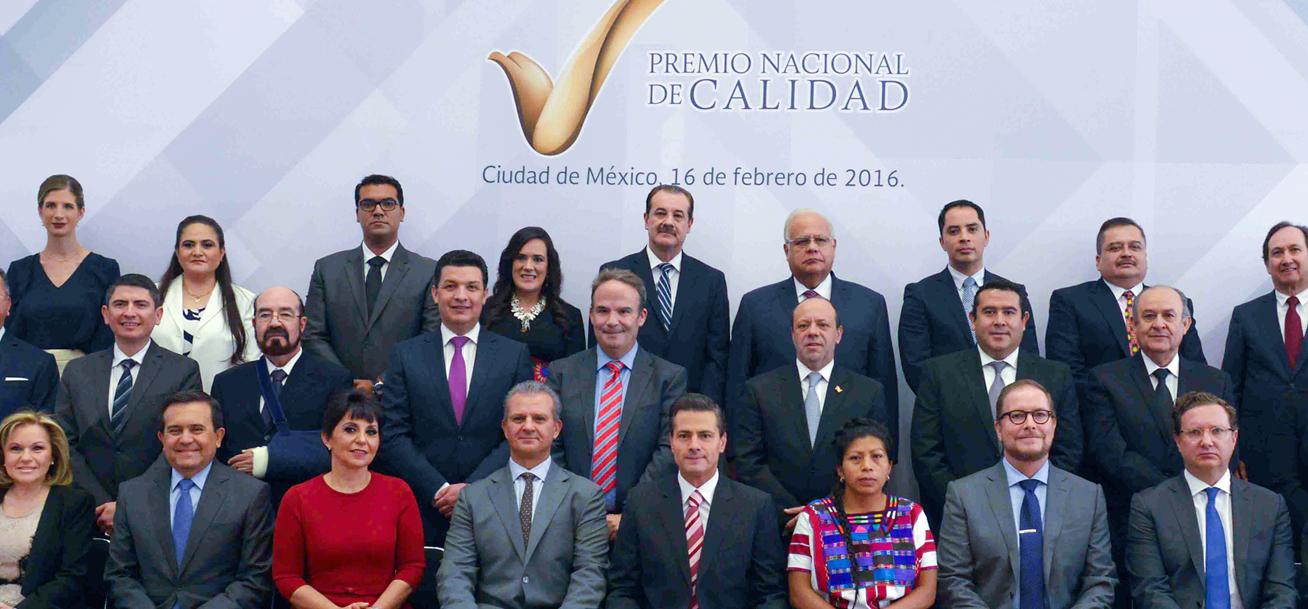 Lamenta EPN se distinga México por bajos salarios