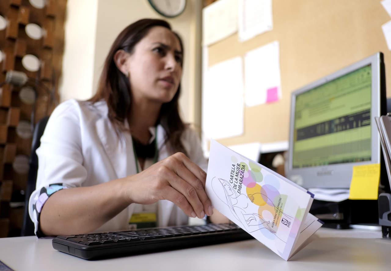 Lanza IMSS nueva Cartilla de la Mujer Embarazada
