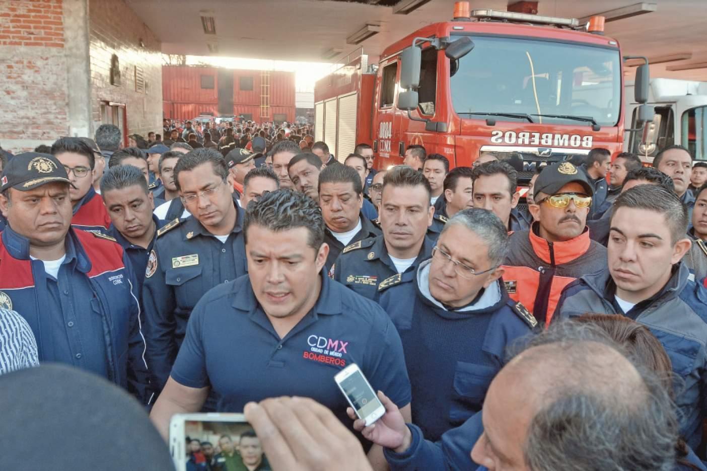 Líder de bomberos está fuera de riesgo: Amieva