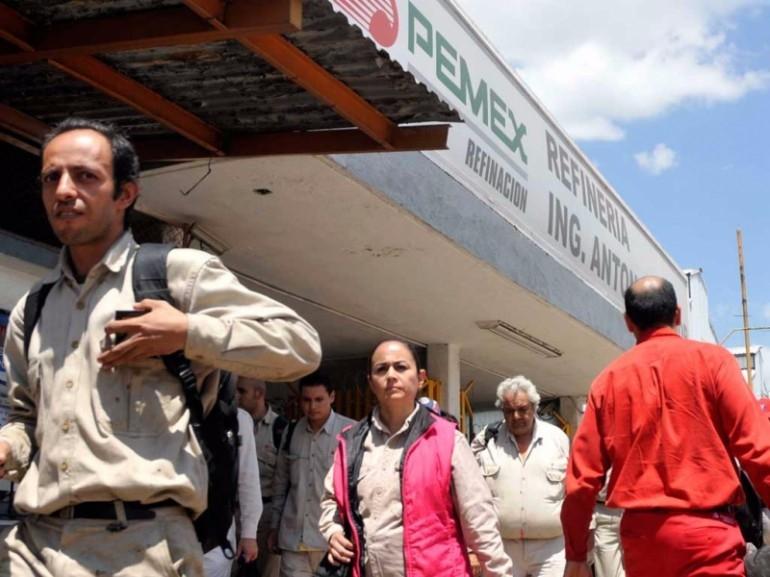 Litigan jubilados de Pemex por pensiones