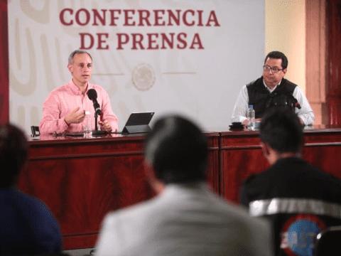 López-Gatell pide aplauso a todo el personal de salud