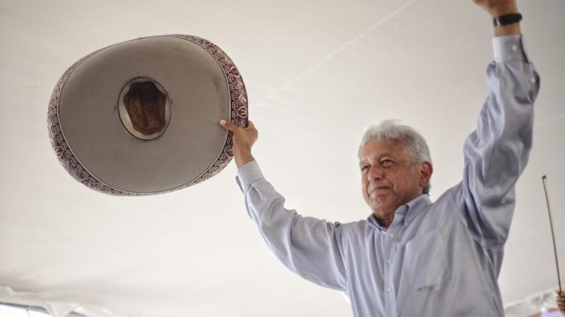 López Obrador, a favor de aumentar el salario mínimo a 98 pesos