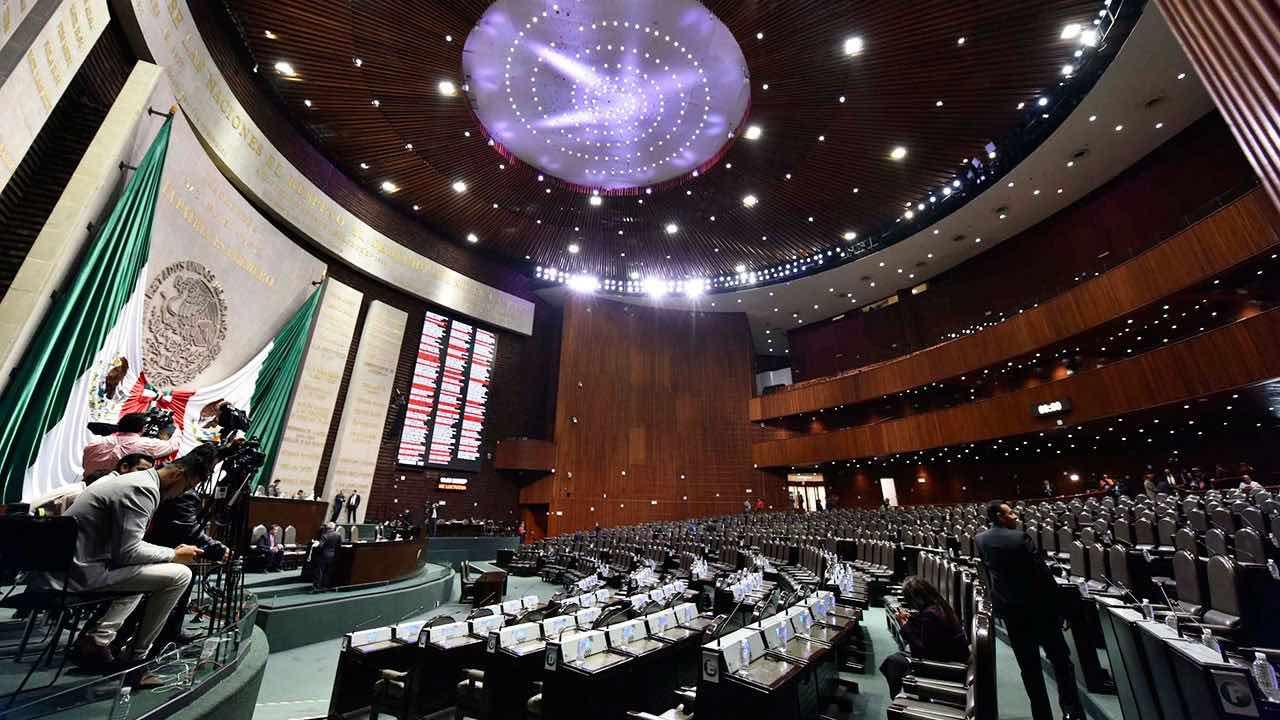 Madruga Morena en Senado y toma fondo de salud