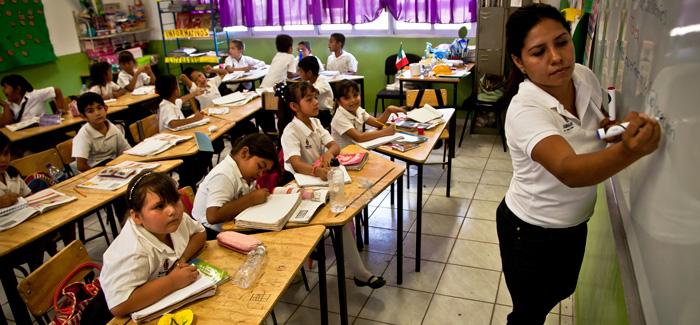Maestros, entre los peores pagados en México