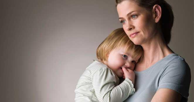 Mamás solteras aportan más a economía de hogares