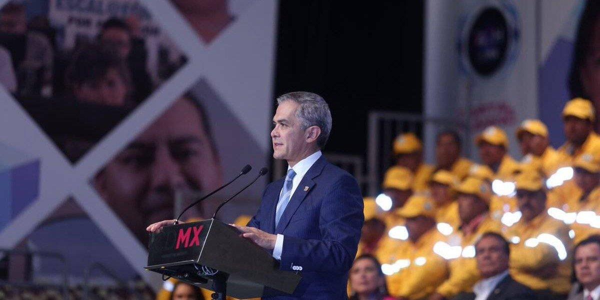 Mancera anuncia aumento de 8% a salarios de burócratas