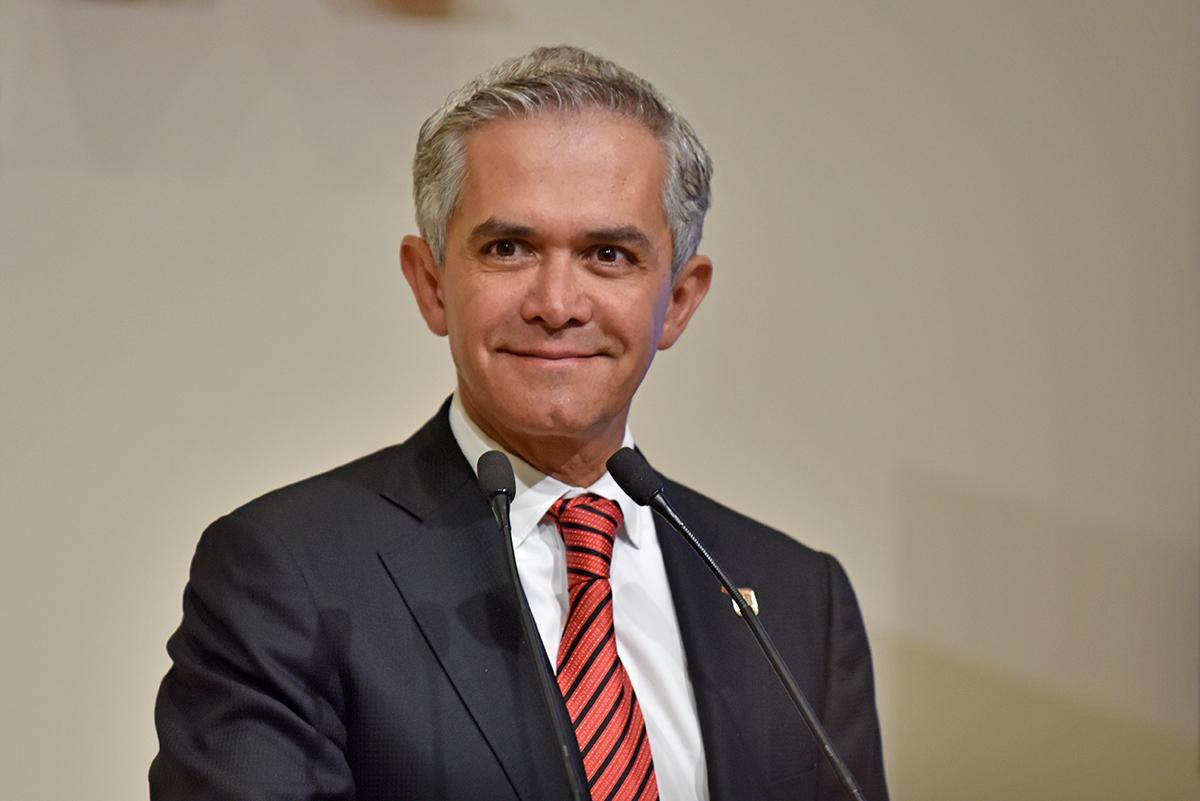 Mancera apoya propuesta de incremento al salario mínimo