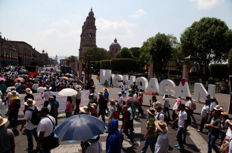 Mantiene CNTE escuelas cerradas en Michoacán