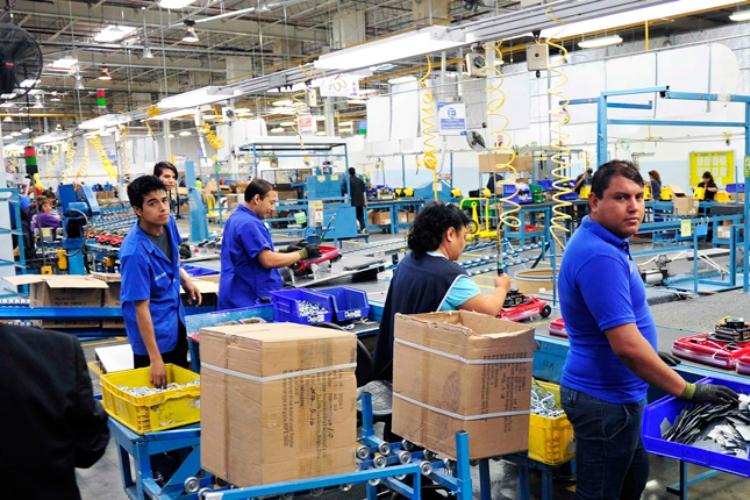 Maquiladoras les ofrecen 10 mil empleos