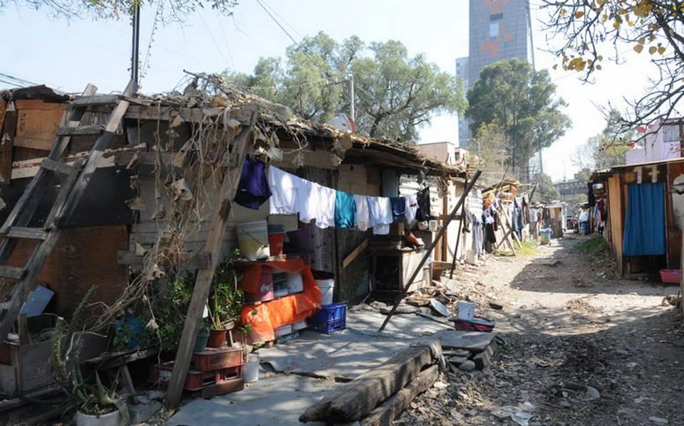 Más de 60 millones de personas podrían caer en pobreza extrema por COVID-19, estima Banco Mundial