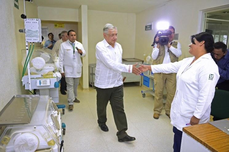 Médicos deben trabajar 5 años en IMSS Bienestar: AMLO