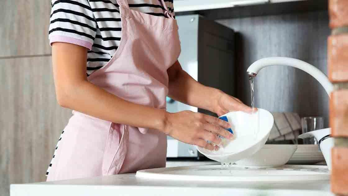 Mexicanas que trabajan pierden 40 días al año en labores domésticas