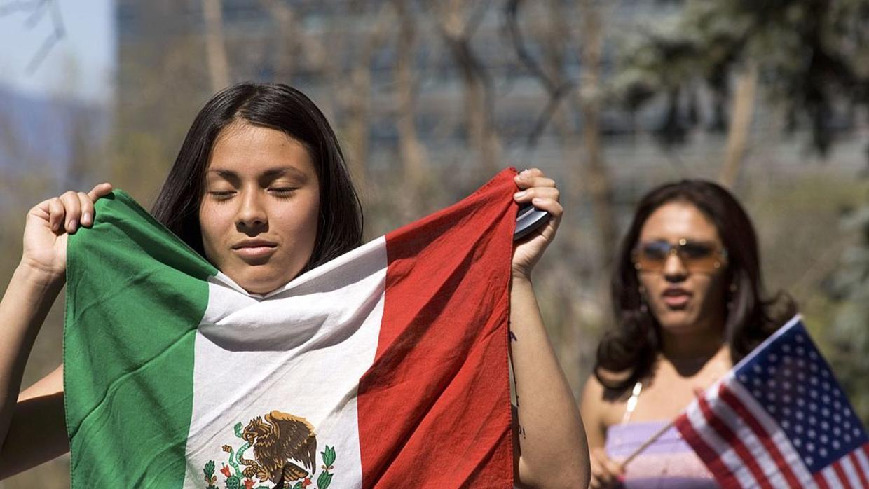 Migrantes en EU ganan más que profesionistas en México