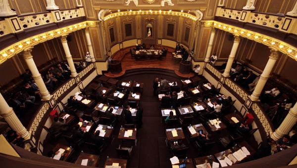 Morena niegan aplicación inmediata de recorte de salarios y presupuesto