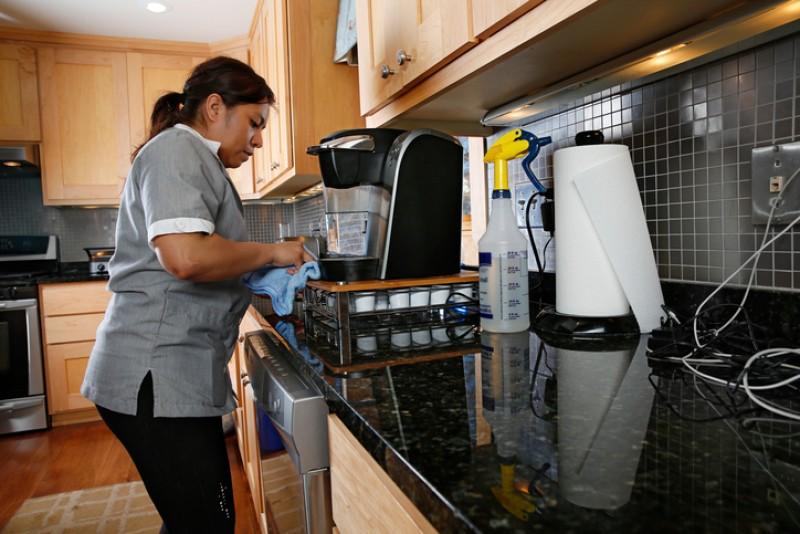 Morena propondrá dar seguridad social a domésticas
