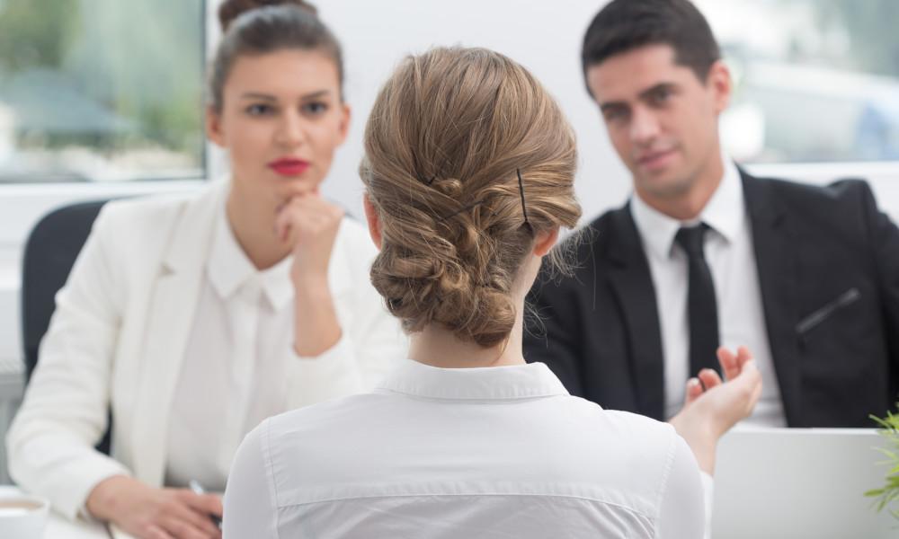 Mujeres directivas ganan 25% menos que hombres del mismo rango
