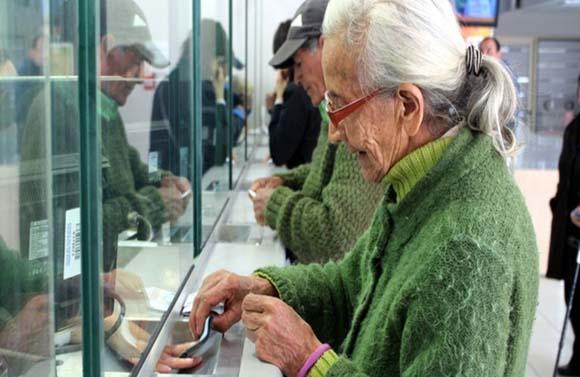 Mujeres, más afectadas por fallas en el Sistema de Ahorro para el Retiro