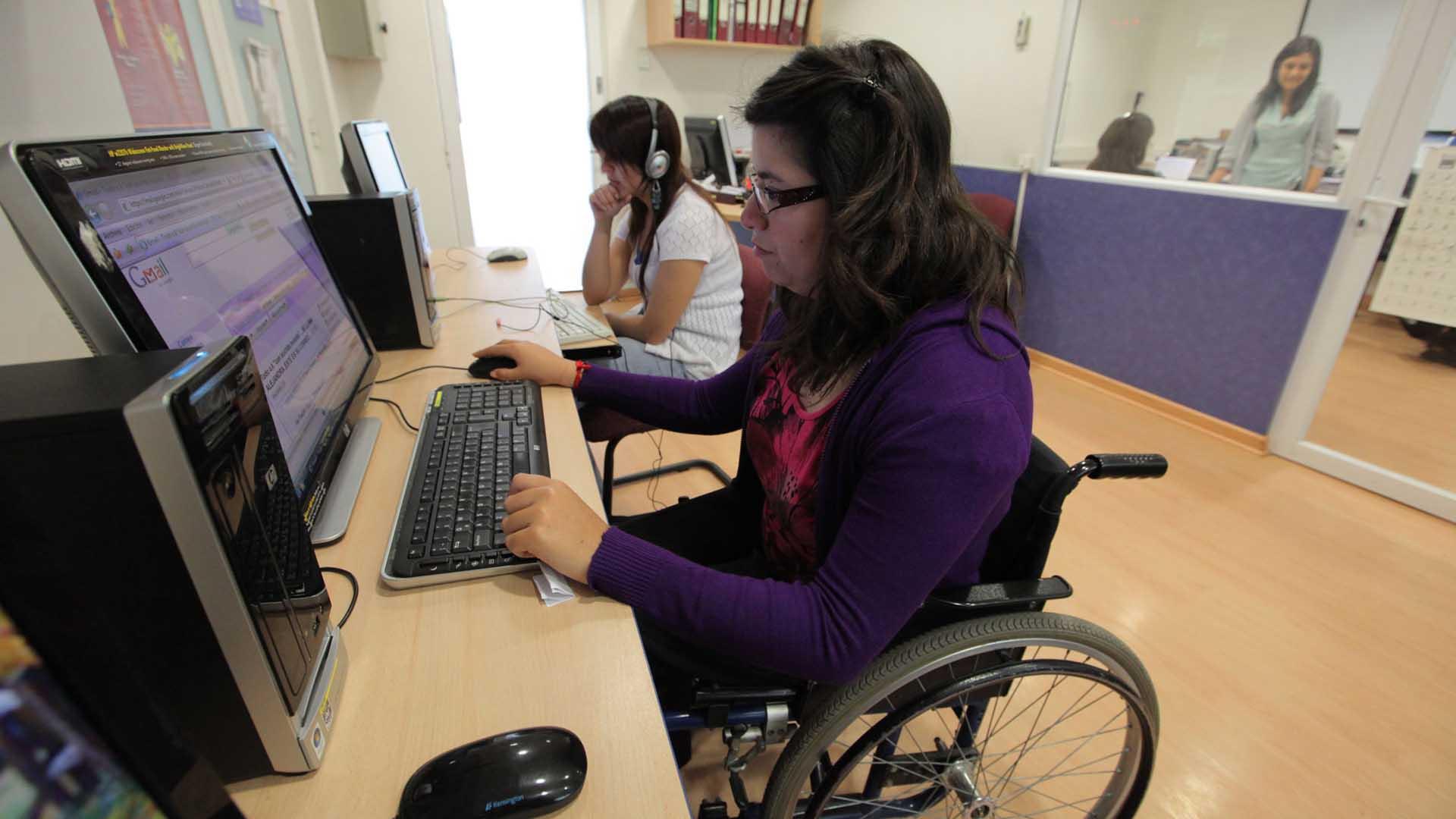 Ofertan oportunidades laborales a personas con capacidades diferentes
