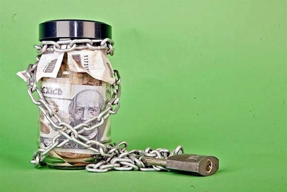 Ordenan rembolsar a extranjeros dinero de Afores