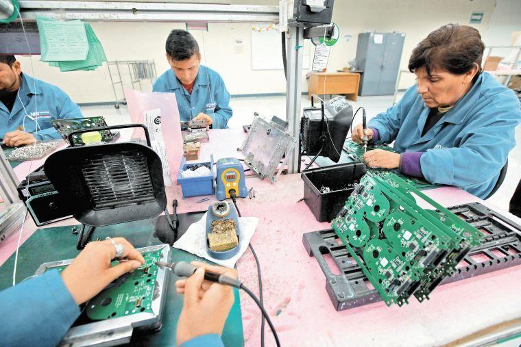 Otorga gobierno 1,012 millones de pesos en microcréditos solidarios