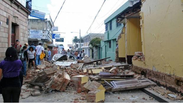 Pactan empleo eventual para afectados de sismo
