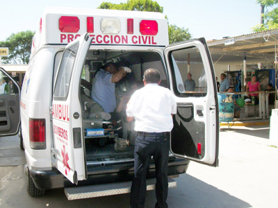 Padecen paramédicos con pacientes