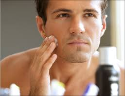 Papás contemporáneos cuidan su piel