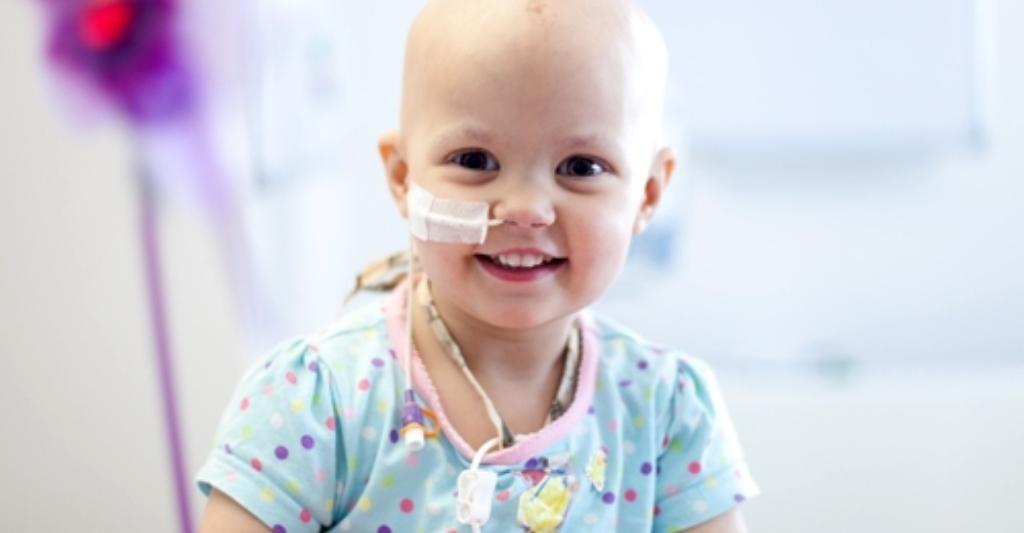 Papás de niños con cáncer con permiso laboral especial