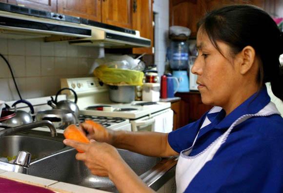 Patrones serán responsables del registro de trabajadoras del hogar ante el IMSS