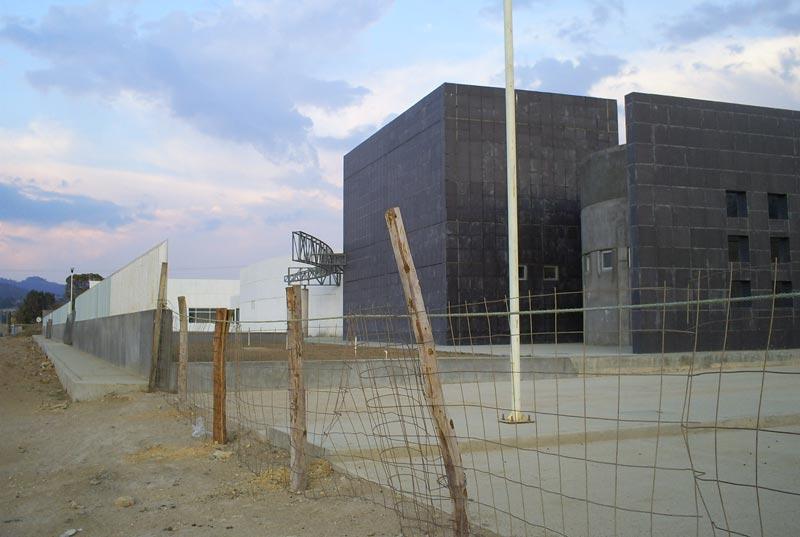 Pelean gremios construcción de hospital