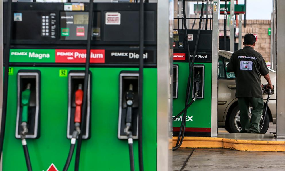 Pemex vendió 30% menos gasolina en abril por contingencia