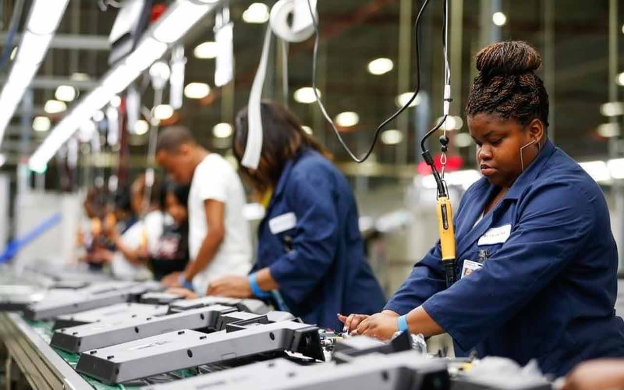 Personal de industria manufacturera avanzó 3.2 por ciento en noviembre