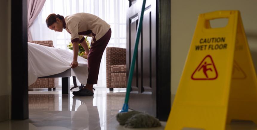 Pide CDH mayor protección laboral a trabajadores domésticos