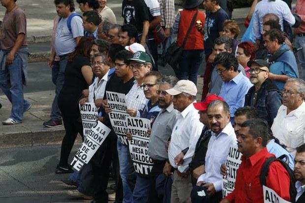 Piden sindicatos libertad de dirigentes
