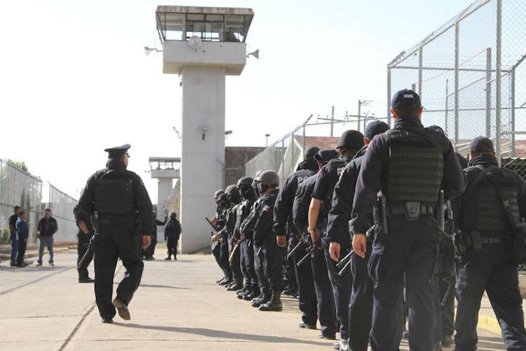 Piden subir salario a custodios