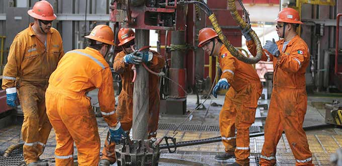 Pierden estados petroleros 5.7 plazas por hora