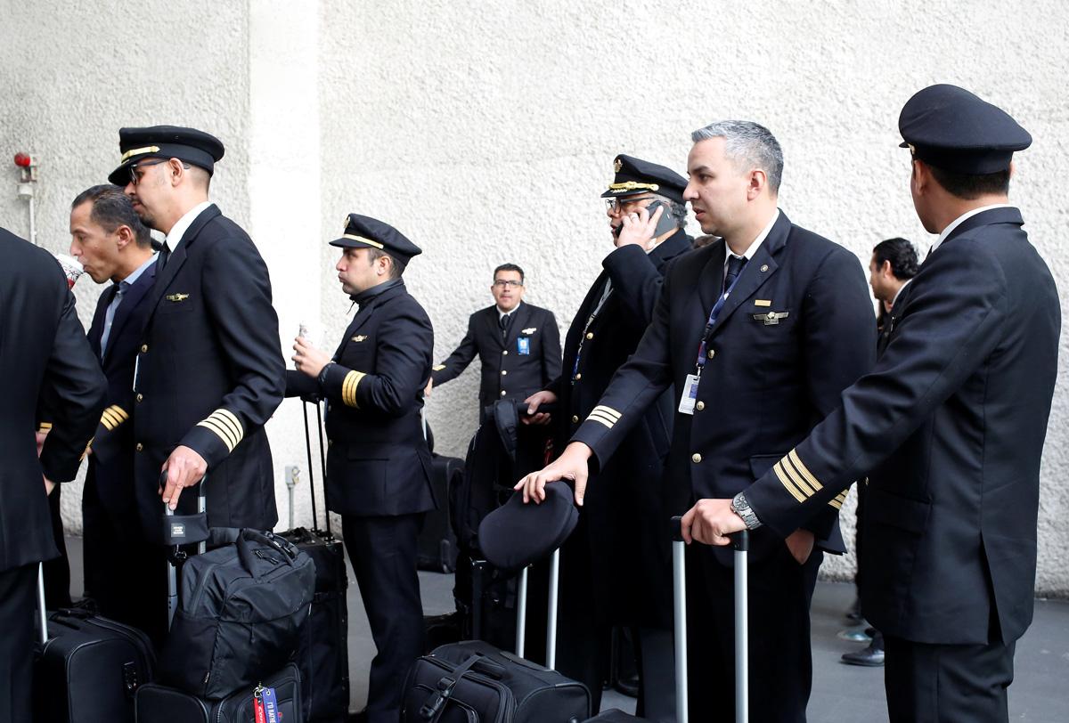 Pilotos de Aeroméxico buscan aumentos de salarios equitativos