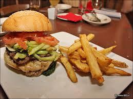 Platillos en restaurantes rebasan las calorías adecuadas