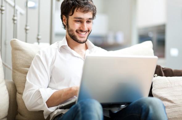 ¿Por qué conviene estudiar una carrera en línea?